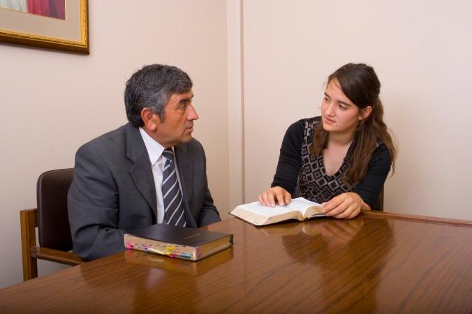 """Para um membro da Igreja ser considerado uma pessoa """"digna"""", deve submeter-se à uma entrevista e provar que segue todas as regras da Igreja"""