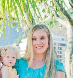 Também saiu no artigo esta foto de mim com minha filhinha, Rosemary.
