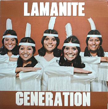 Grupo Musica da BYU na década de 1970, capitalizando em estereótipos racistas de Ameríndios, Mexicanos, e Polinésios