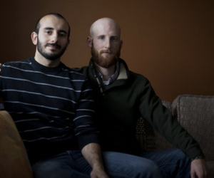 Moudi Sbeity e Derek Kitchen, co-autores do processo contra Emenda Constitucional apoiada pela Igreja SUD, escrita por legisladores e eleitores Mórmons.