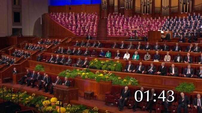 Talvez em resposta aos apelas das mulheres do Ordene as Mulheres, este ano há irmãs das auxiliares sentadas no púlpito da Conferência Geral