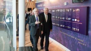 Tom Perry visita sede Adventista para estrategizar campanha publicitária
