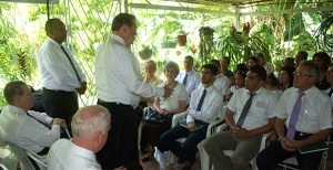 Élder Holland fala a membros em Havana, Cuba. (Foto: lds.org)