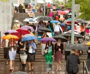 Mulheres na saída da reunião de 27 de setembro. Imagem: Rick Egan, The Salt Lake Tribune.