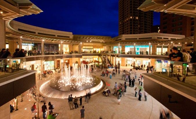 O luxuoso shopping City Creek Center servirá de modelo para os novos shoppings da Igreja SUD no México, Colômbia, e Brasil.