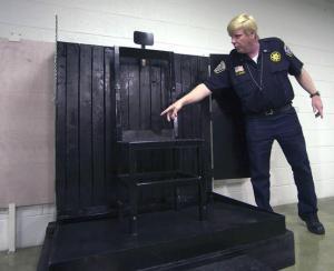 Cadeira usada para fuzilamento na Penitenciária Estadual de Utah, na cidade de Draper. Foto: Deseret News.