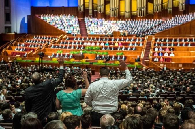 Pelo menos 7 membros ativos da Igreja levantaram-se para votar contra Thomas Monson como Presidente da Igreja