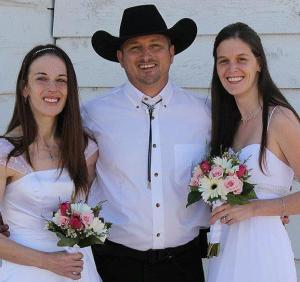 Vicki, Nathan e Christine Collier