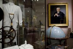 Artefatos de Gordon B. Hinckley no Museu de História da Igreja.