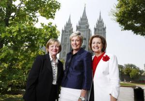 Bonnie L. Oscarson, Rosemary M. Wixom e Linda K. Burton. (Foto: Jeffrey D. Allred/Deseret News)