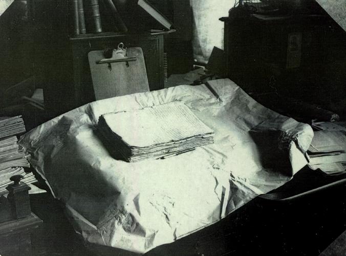Segundo Manuscrito do Livro de Mórmon, fotografia d'A Igreja Reorganizada de Jesus Cristo dos Santos dos Últimos Dias no início do século XX