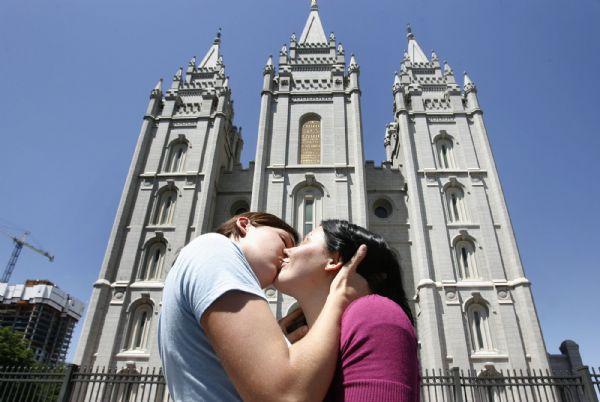 Beijo Templo Lago Salgado