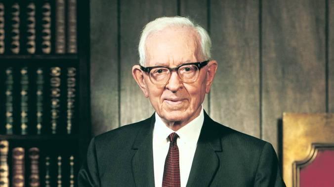 Joseph Fielding Smith foi o 10o Presidente d'A Igreja de Jesus Cristo dos Santos dos Últimos Dias (1970-1972). Filho do 6o Presidente, Joseph F. Smith (1901-1918), também serviu como Apóstolo (1910-1970).
