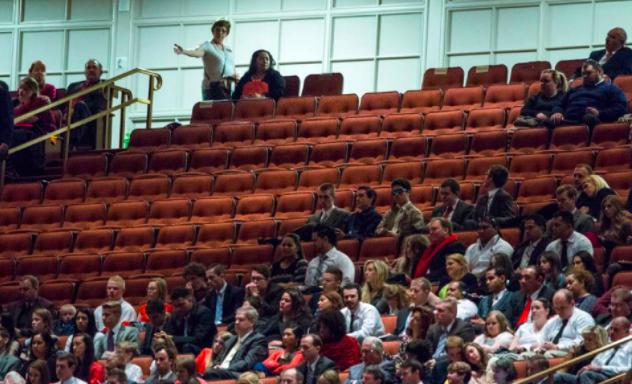 Visão de setor do Centro de Conferência da Igreja SUD, em Salt Lake City, durante a Conferência Geral de abril de 2016. Estranhamente, ele parecia estar relativamente vazio esta manhã. (Foto: Chris Detrick | The Salt Lake Tribune)