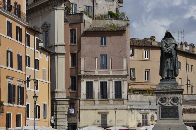 Estátua de Giordano Bruno no Campo de Fiori, em Roma
