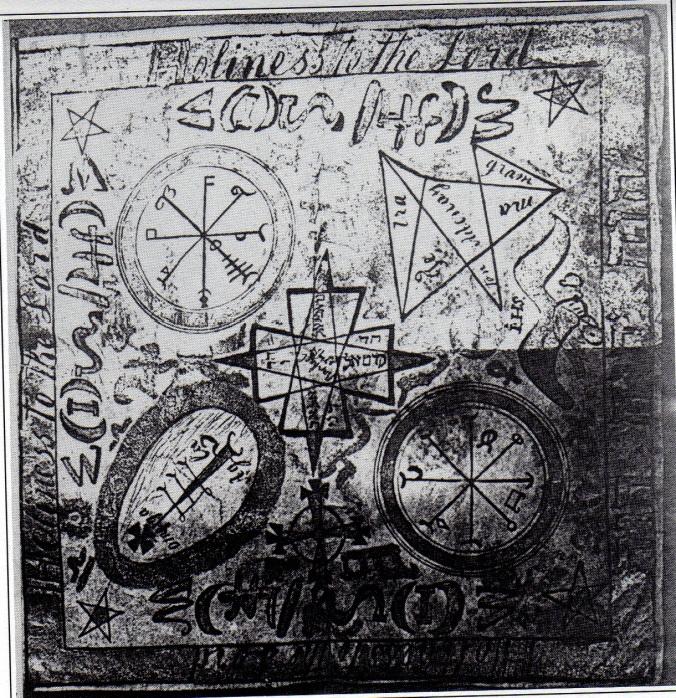 Pergaminho mágico da Família Smith. Note os pentagramas nos quatro cantos.