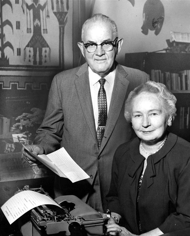 O casal Spencer e Camilla Kimball, circa 1960.