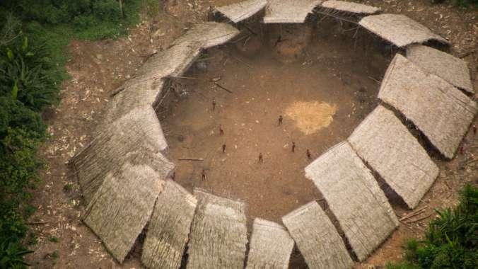 Foto aérea de tribo apelidade de Yano, com população estimada em100 pessoas. (Foto: © Guilherme Gnipper Trevisan/Hutukara)